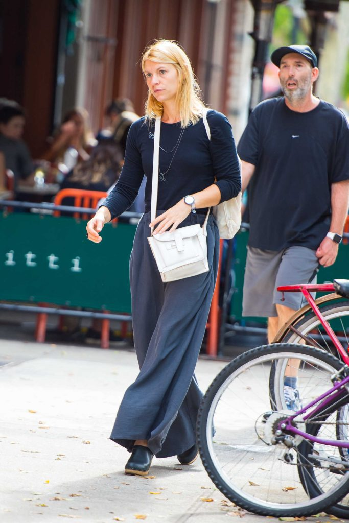 Claire Danes Walks Around SoHo in NYC-1