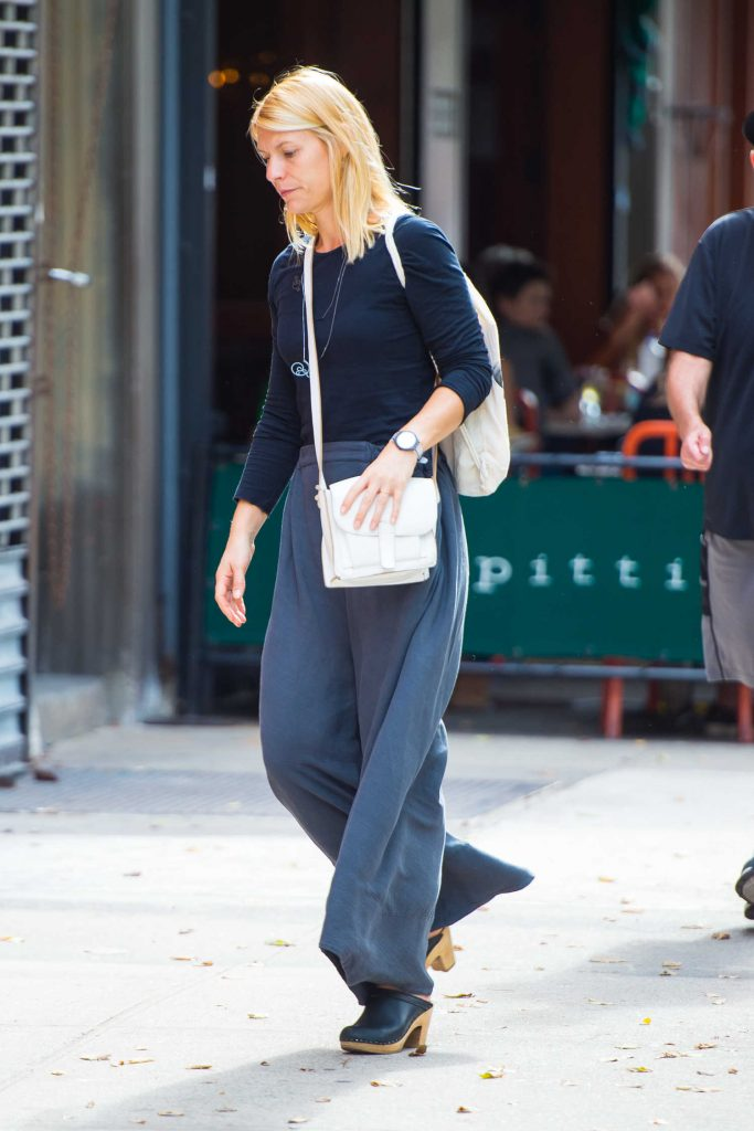 Claire Danes Walks Around SoHo in NYC-3