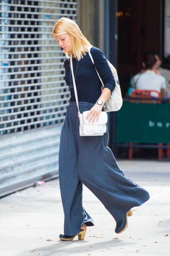 Claire Danes Walks Around SoHo in NYC-4