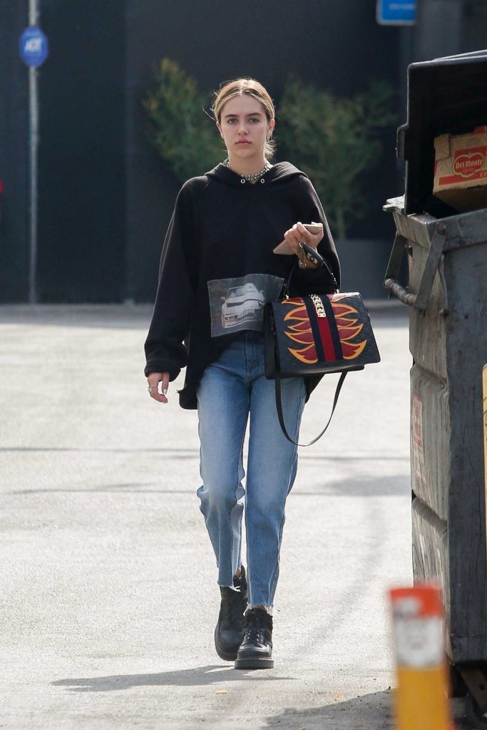 Delilah Hamlin Goes for a Skin Treatment Session in West Hollywood-1