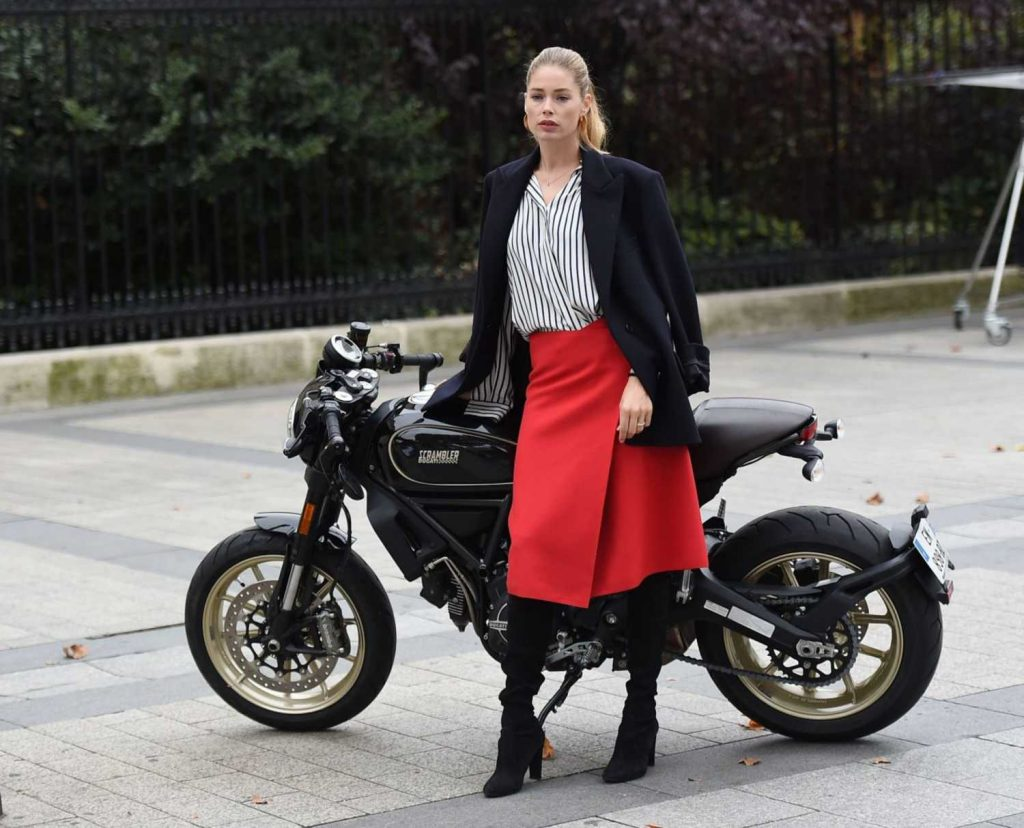 Doutzen Kroes Does a Photo Shoot for L'Oreal During Paris Fashion Week-5