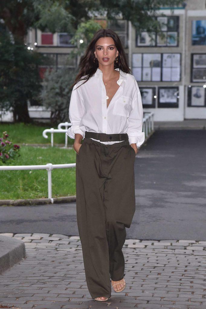 Emily Ratajkowski at the Valentino Fashion Show in Paris-1