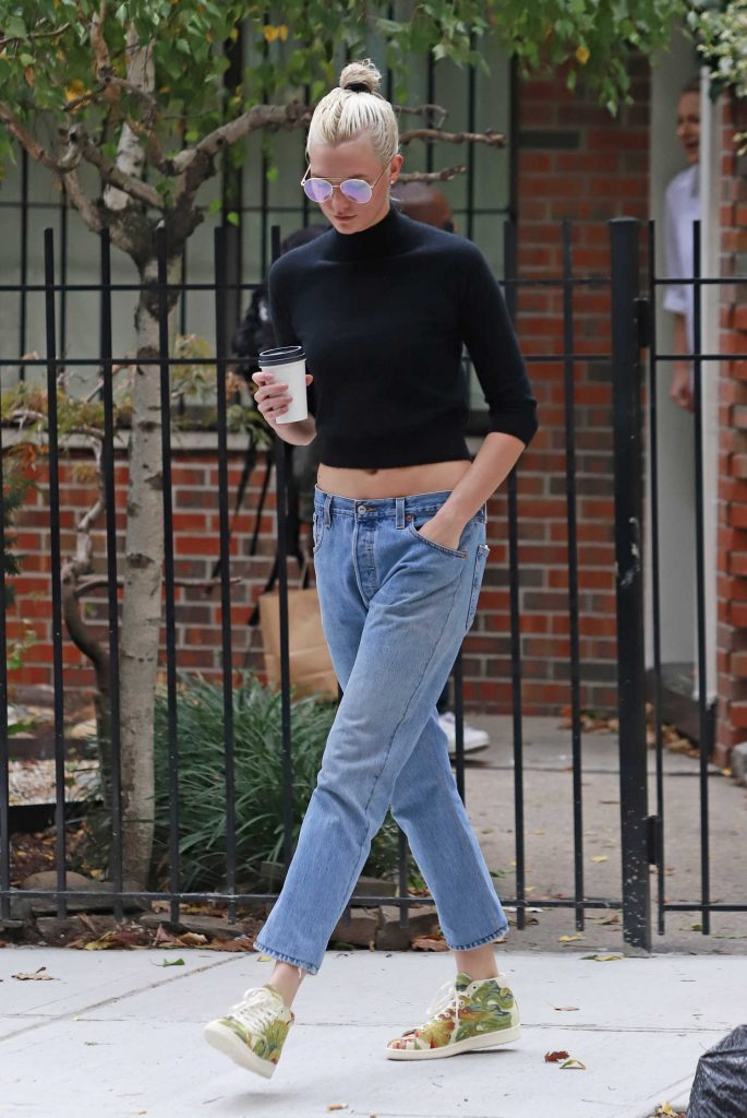 Karlie Kloss Wears a Black Top Out in NYC-2