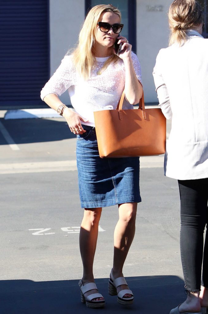 Reese Witherspoon Arrives at Her Office in Los Angeles-1