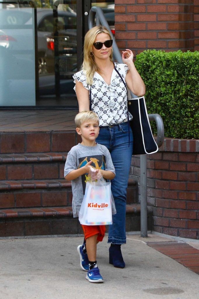 Reese Witherspoon Enjoys the Day With Her Family Out in Brentwood-2