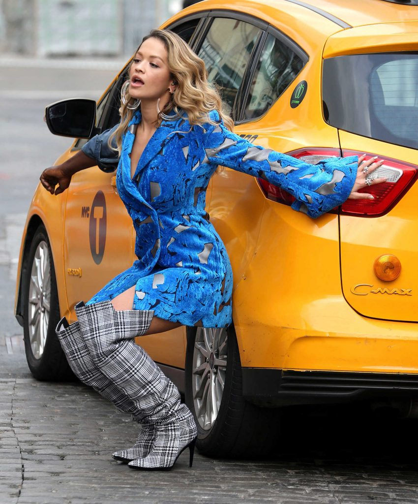 Rita Ora Filmes a Music Video in NYC-5