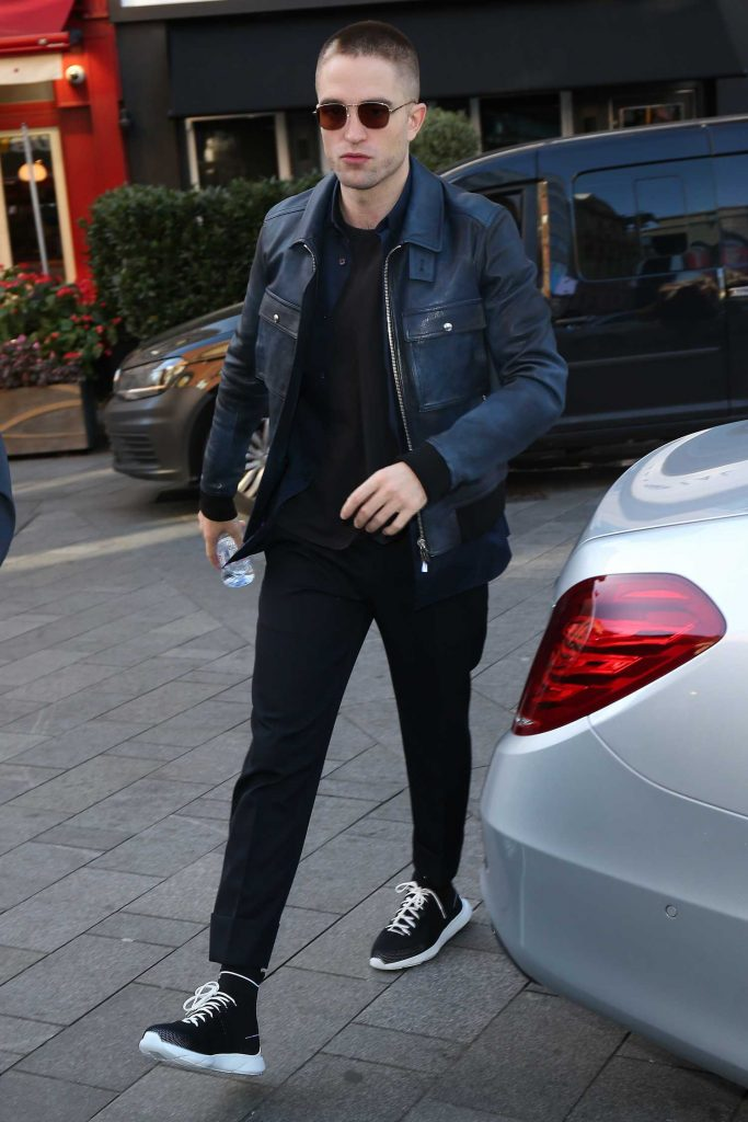 Robert Pattinson Was Seen Out in London-1