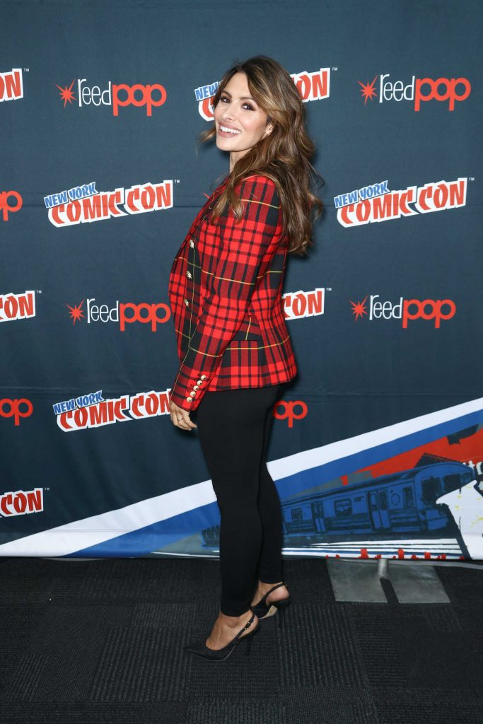 Sarah Shahi at the Reverie Photocall During New York Comic Con-3