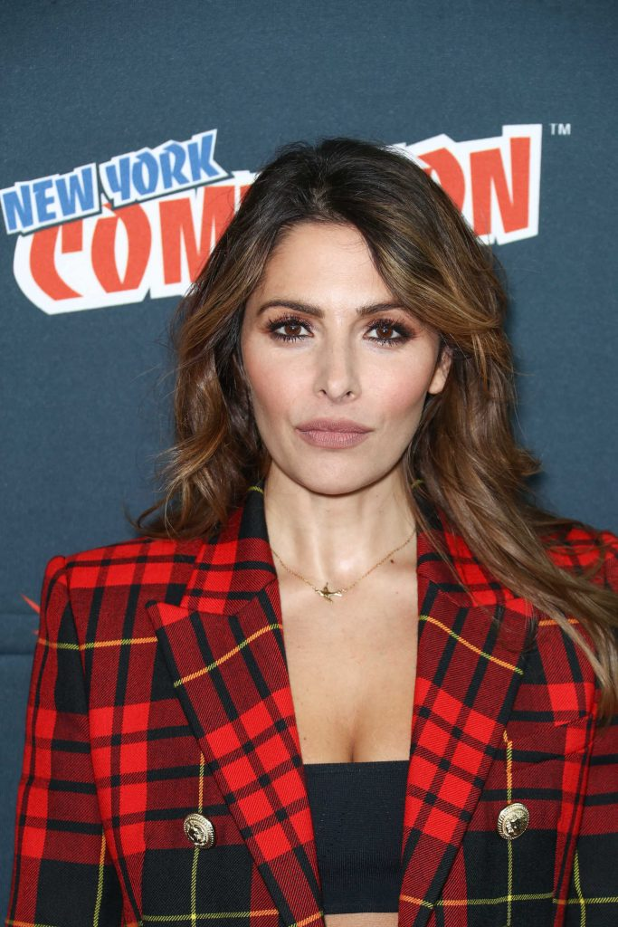 Sarah Shahi at the Reverie Photocall During New York Comic Con-4