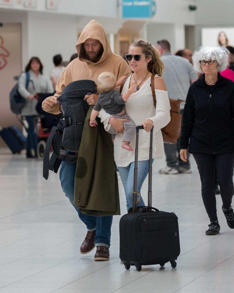 Teresa Palmer and Her Husband Mark Webber Arrive in Adelaide, Australia-2