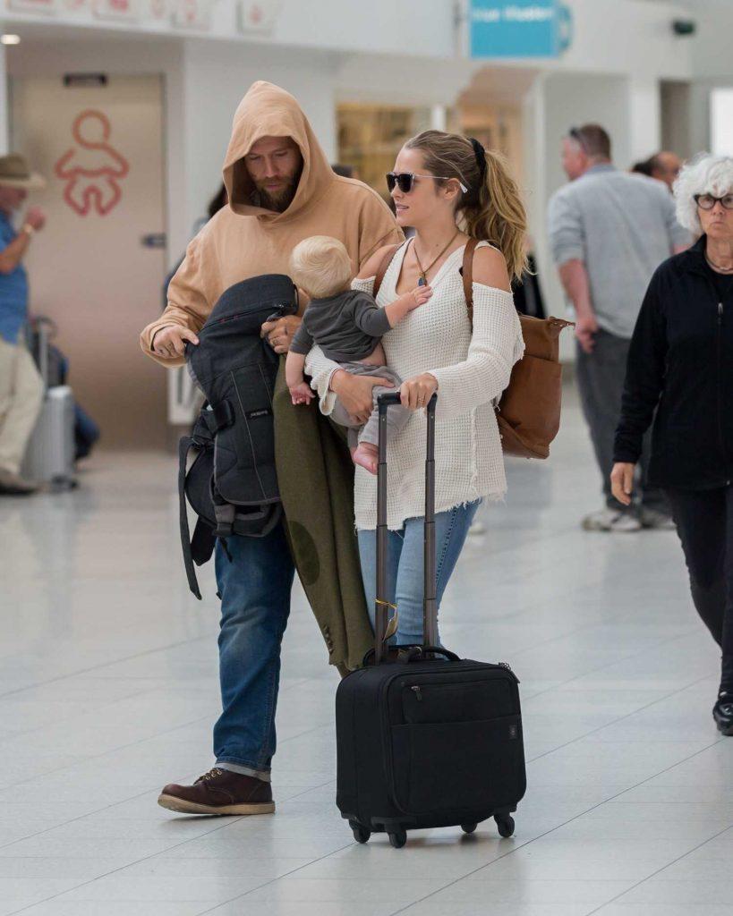 Teresa Palmer and Her Husband Mark Webber Arrive in Adelaide, Australia-4