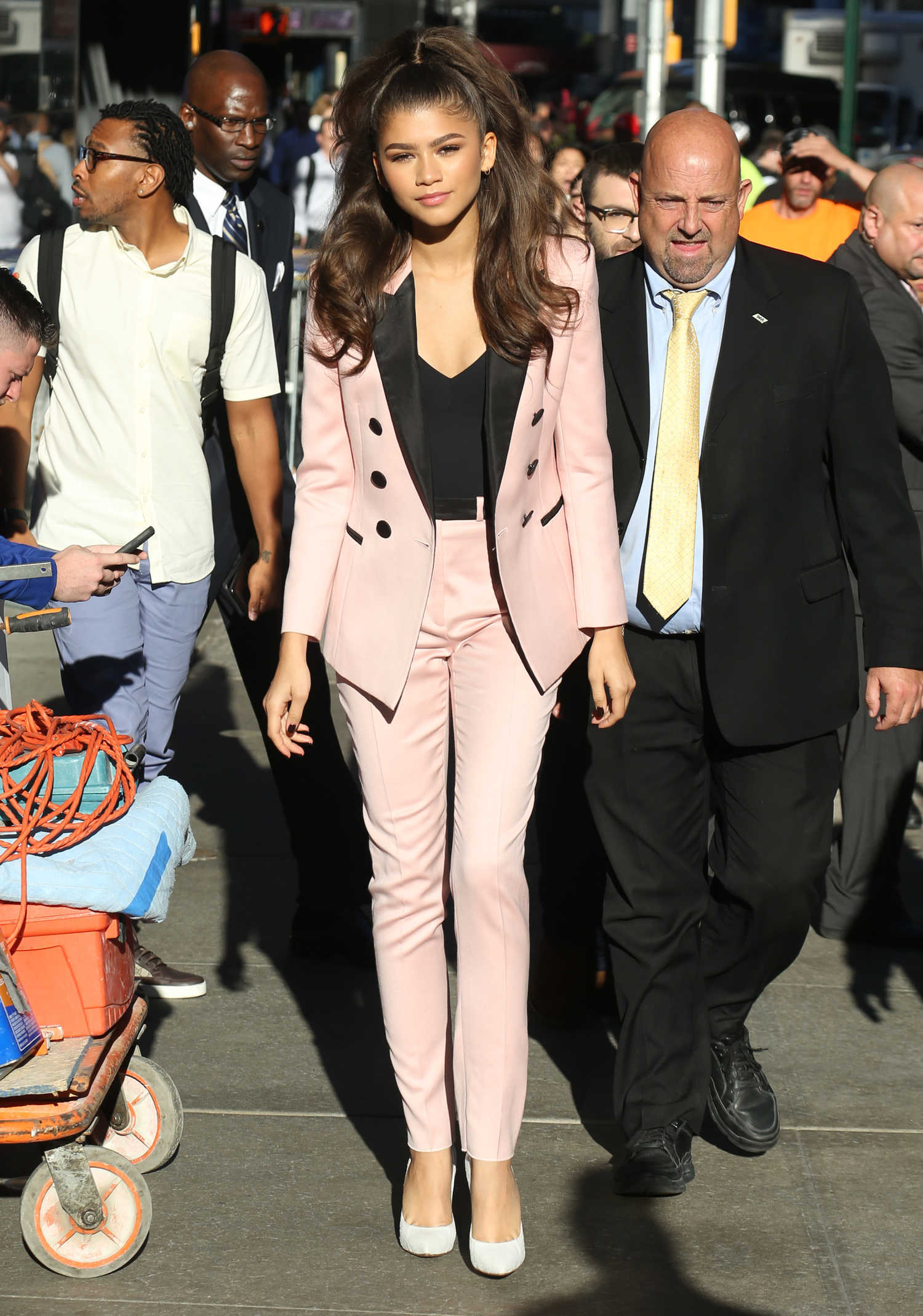 Good Morning America Nyc : Zendaya leaves good morning america in nyc celeb donut