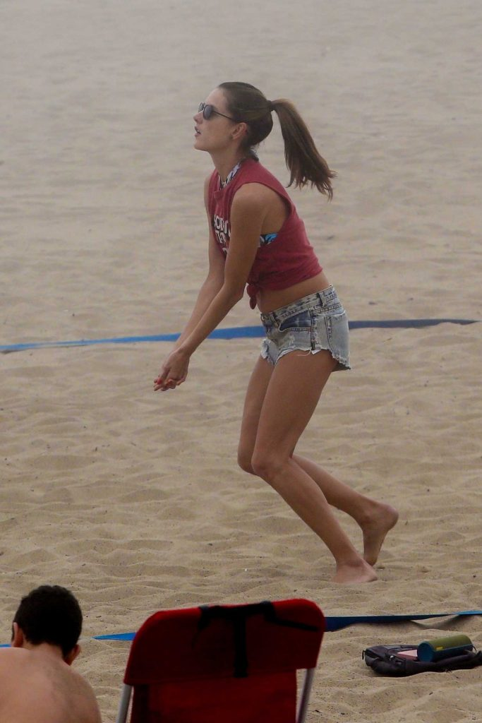 Alessandra Ambrosio Plays Volleyball on the Beach in Santa Monica-1