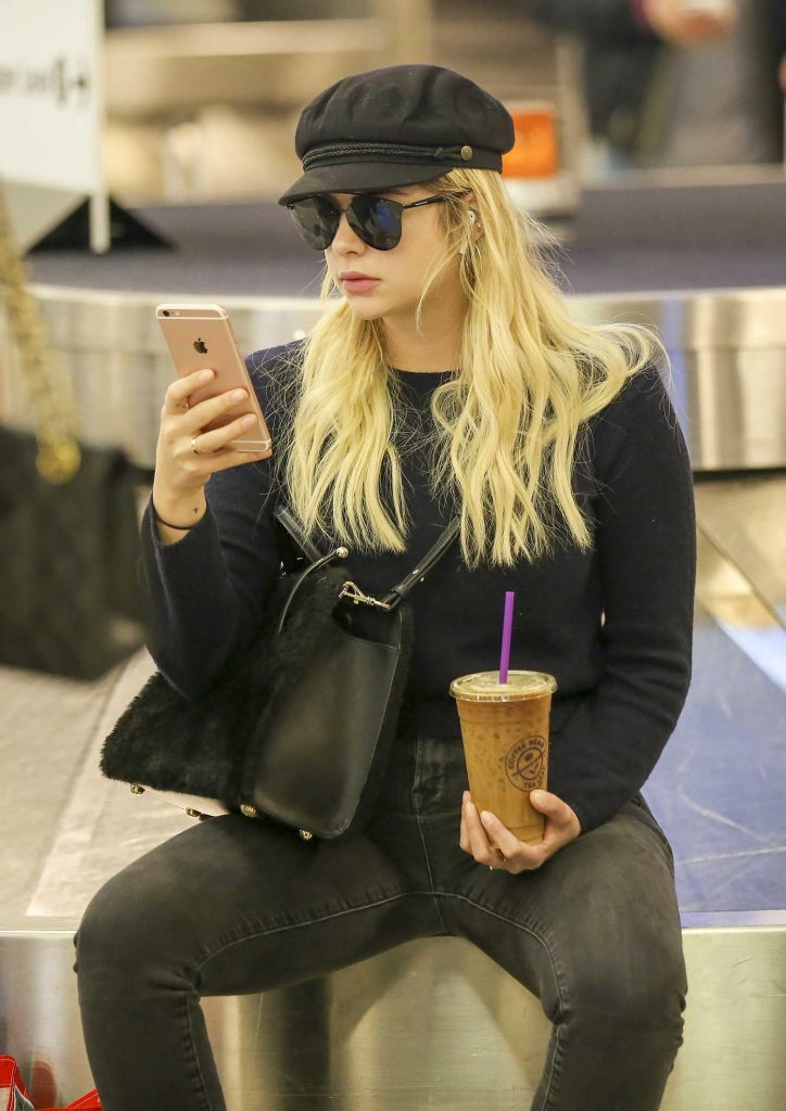 Ashley Benson Was Spotted at LAX Airport in LA 11/22/2017-5