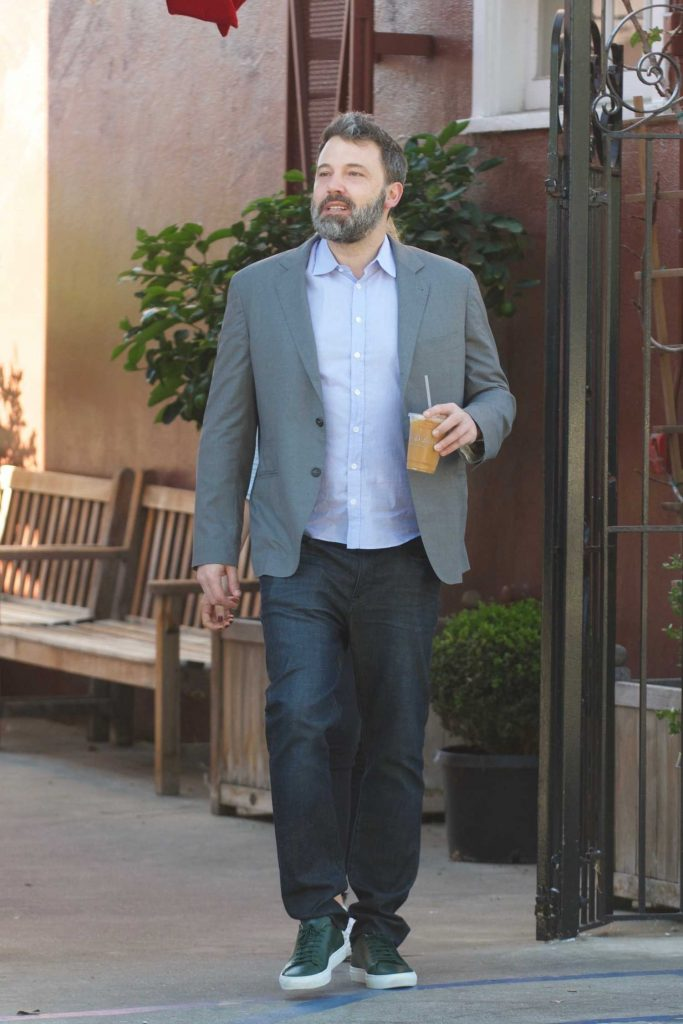 Ben Affleck Out for Lunch With His Girlfriend Lindsay Shookus in Brentwood-1