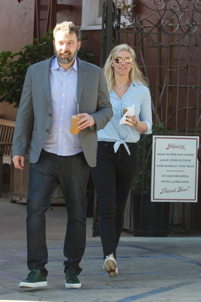 Ben Affleck Out for Lunch With His Girlfriend Lindsay Shookus in Brentwood-2
