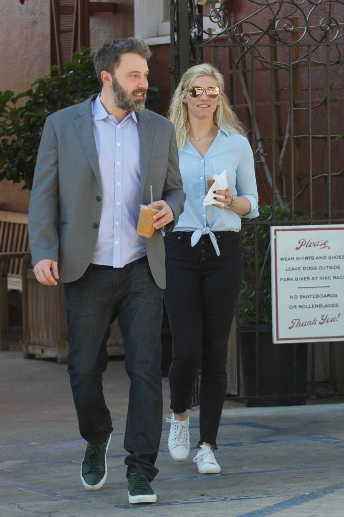 Ben Affleck Out for Lunch With His Girlfriend Lindsay Shookus in Brentwood-3