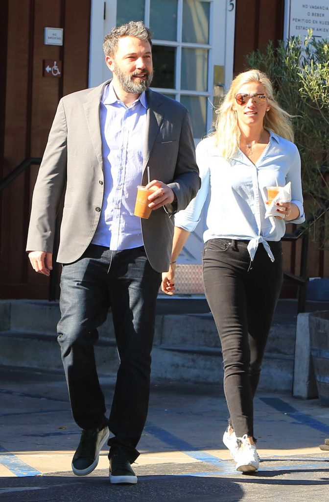 Ben Affleck Out for Lunch With His Girlfriend Lindsay Shookus in Brentwood-4