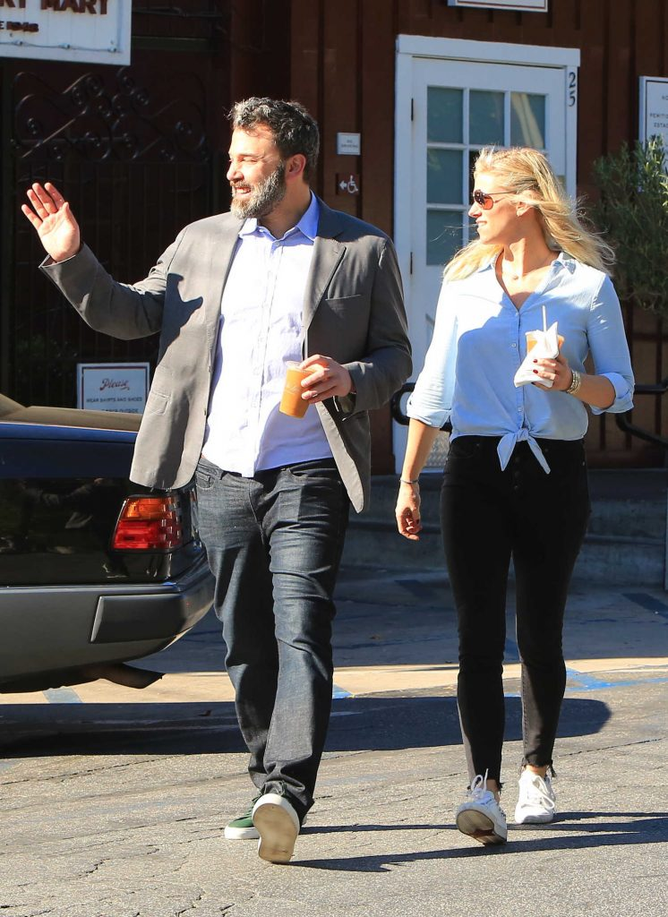 Ben Affleck Out for Lunch With His Girlfriend Lindsay Shookus in Brentwood-5