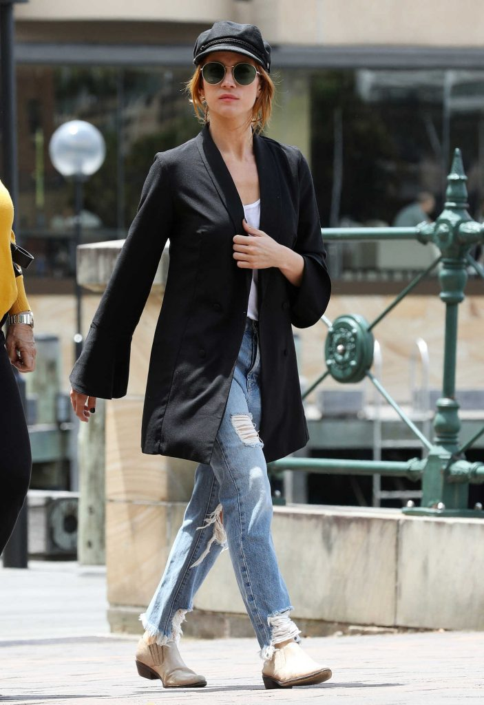 Brittany Snow Was Seen Out in Sydney-3