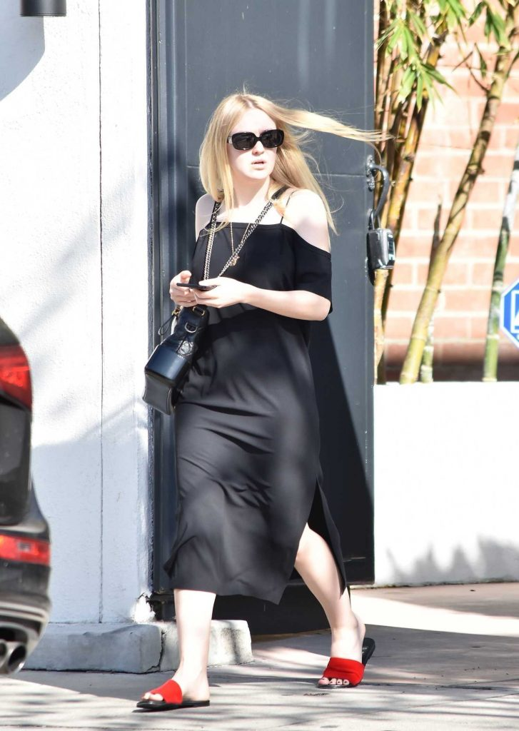 Dakota Fanning Visits the Nine Zero One Salon in West Hollywood-2