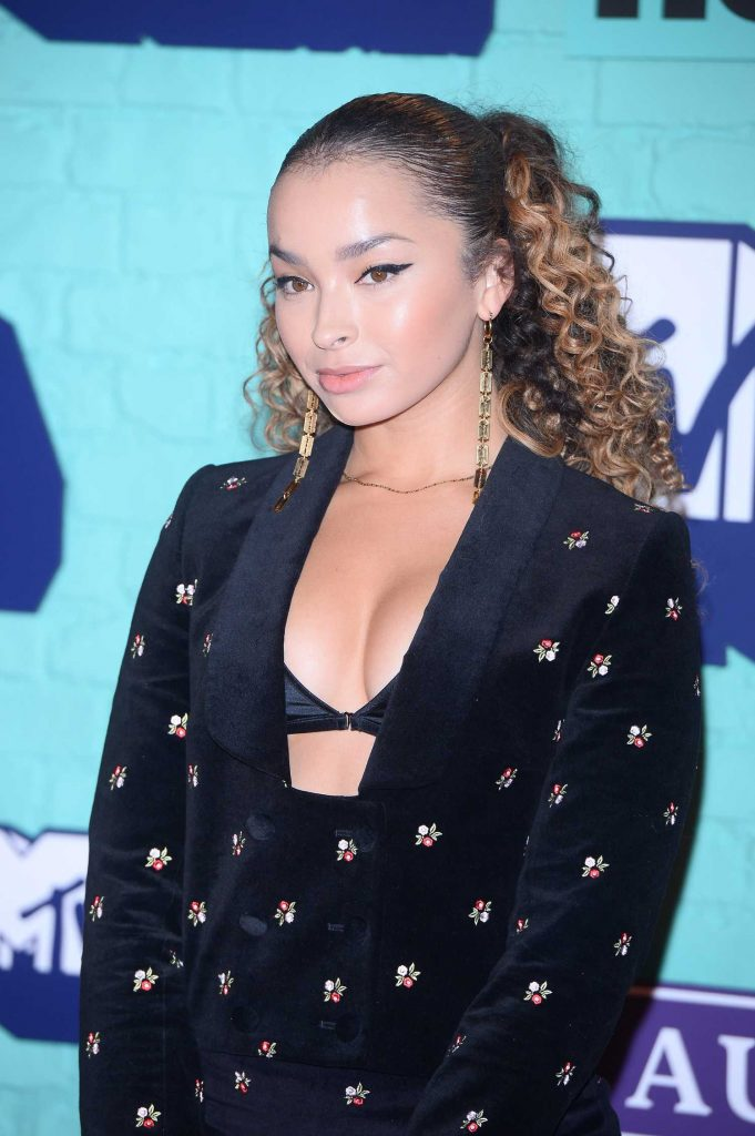 Ella Eyre at the 24th MTV Europe Music Awards in London-5