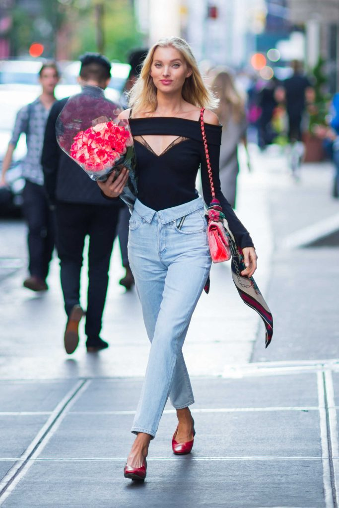 Elsa Hosk Was Seen With a Bouquet of Roses in New York City-1