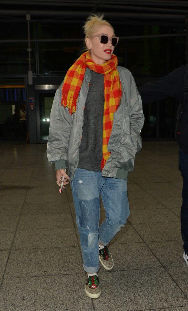 Gwen Stefani Arrives at Heathrow Airport in London-1