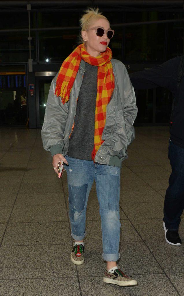 Gwen Stefani Arrives at Heathrow Airport in London-2