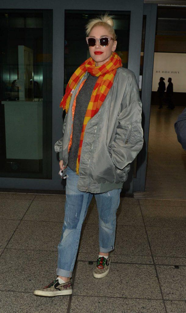 Gwen Stefani Arrives at Heathrow Airport in London-4