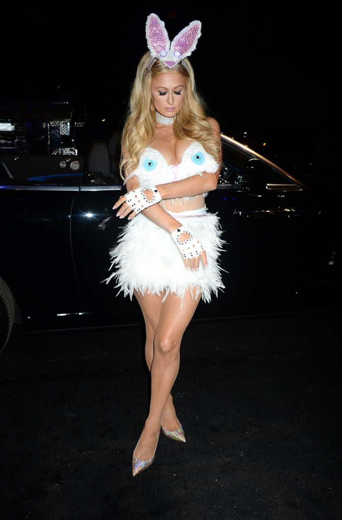 Paris Hilton Arrives at Treats! Magazine 7th Halloween Party in Los Angeles-5