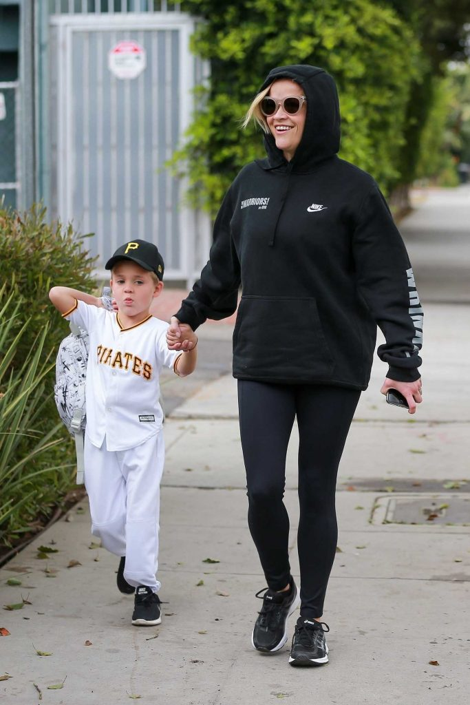 Reese Witherspoon Takes Her Son to School in Los Angeles-1