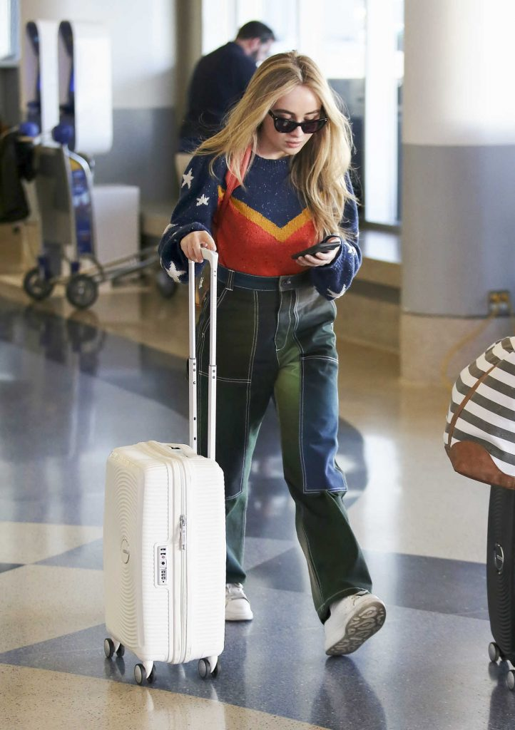 Sabrina Carpenter Was Seen at LAX Airport in Los Angeles-1