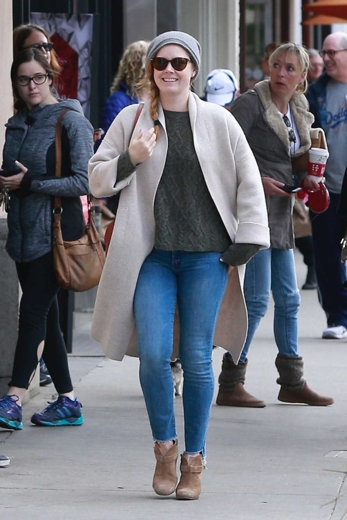 Amy Adams Gets Some Christmas Shopping in Beverly Hills-2