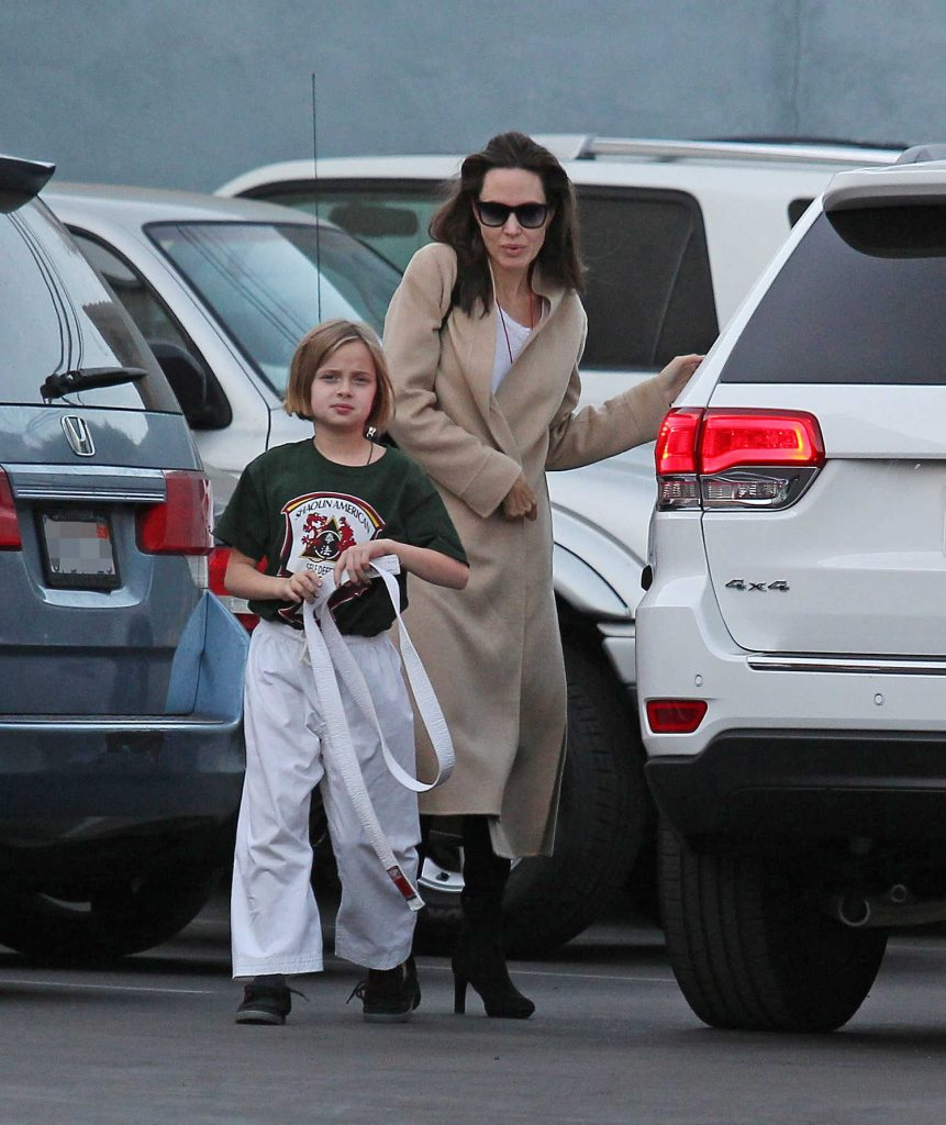 Angelina Jolie Arrives With Her Daughter at a Karate Class in Los Angeles-2