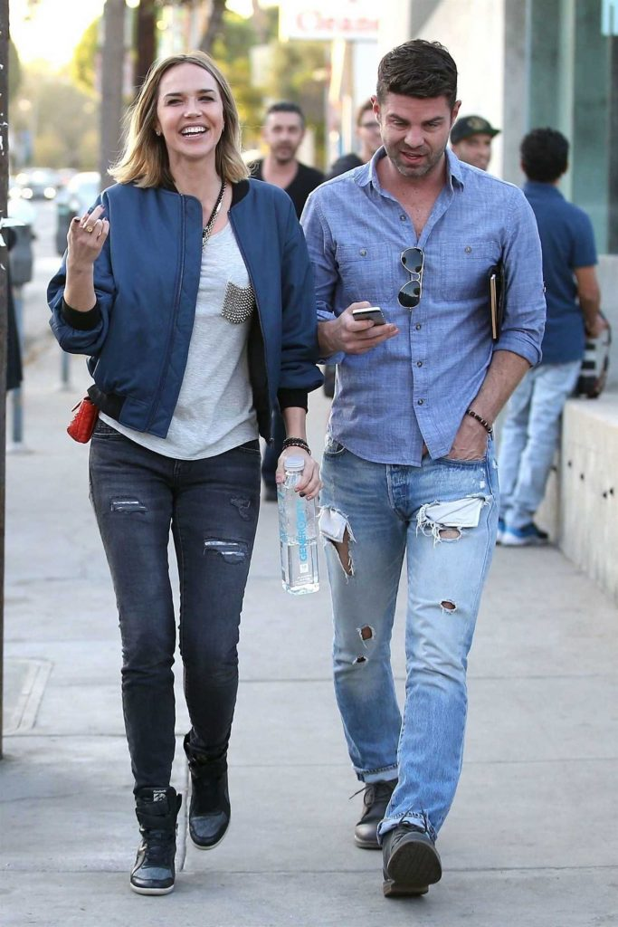 Arielle Kebbel Was Seen Out with a Friend in West Hollywood-1