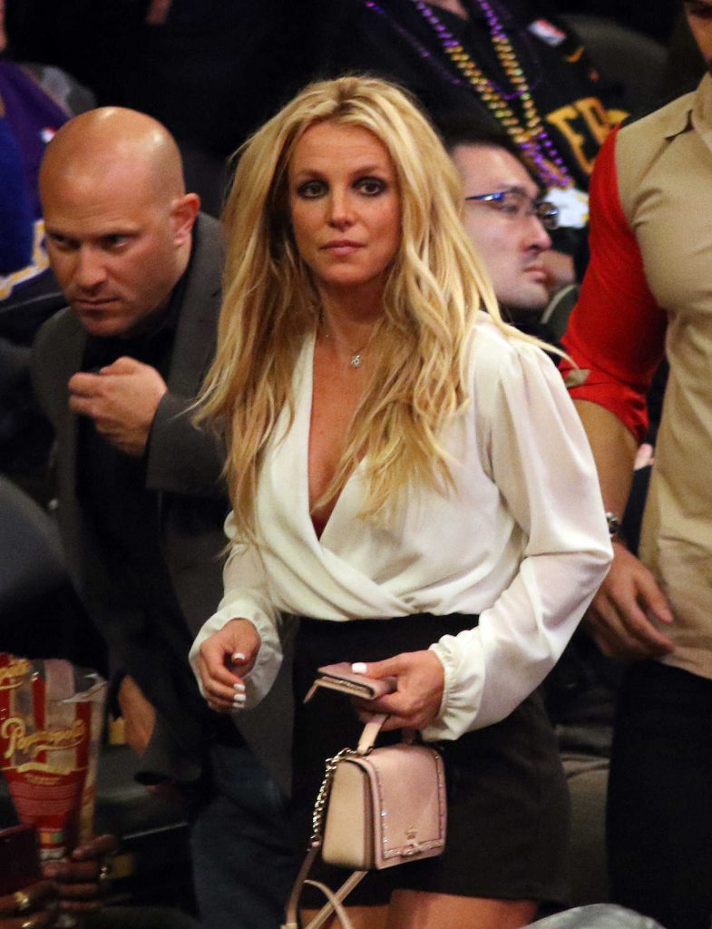 Britney Spears Attends Lakers vs the Golden State Warriors With Her Boyfriend Sam Asghari in Los Angeles-1