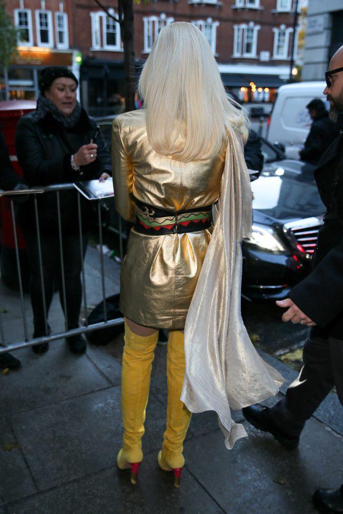 Gwen Stefani Arrives at BBC Radio 2 Studios in London-5