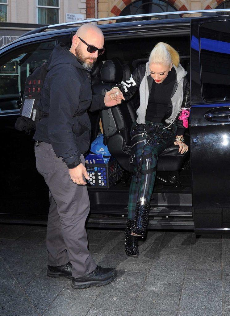 Gwen Stefani Arrives at the Global Radio Studios in London-1