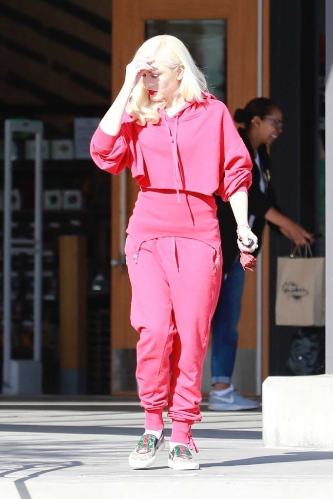 Gwen Stefani Goes Shopping in Burbank-2