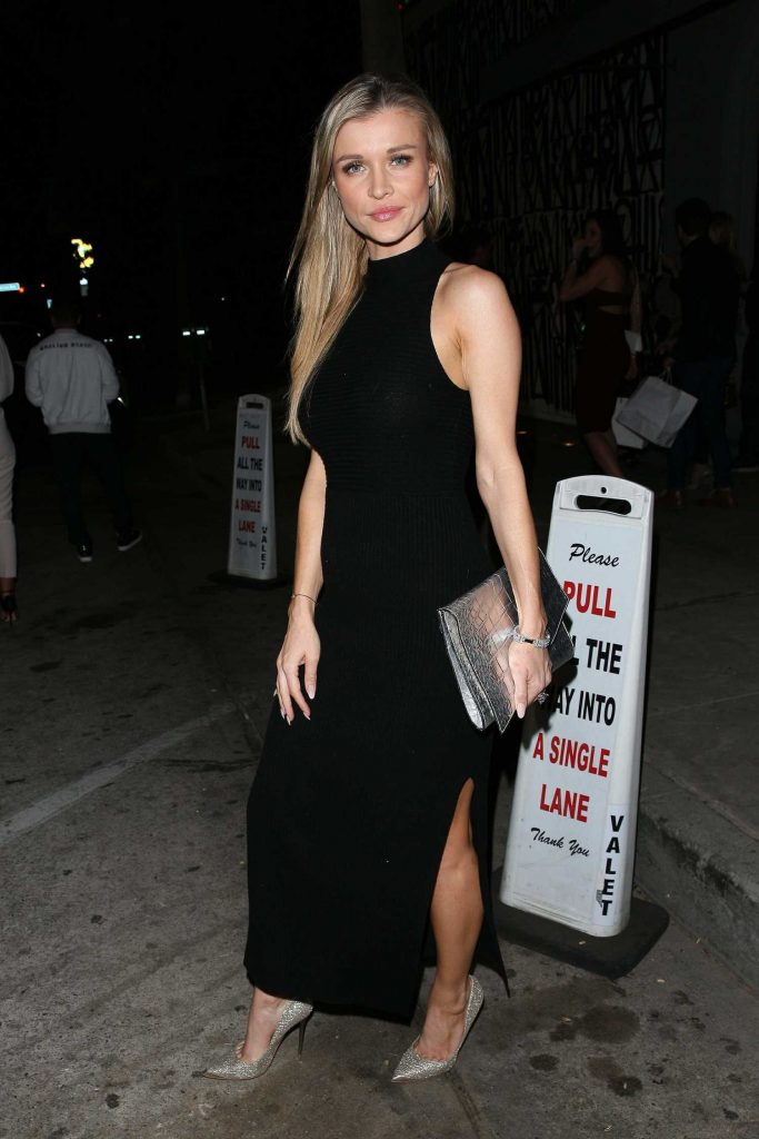 Joanna Krupa Dines at Craig's Restaurant in West Hollywood-1