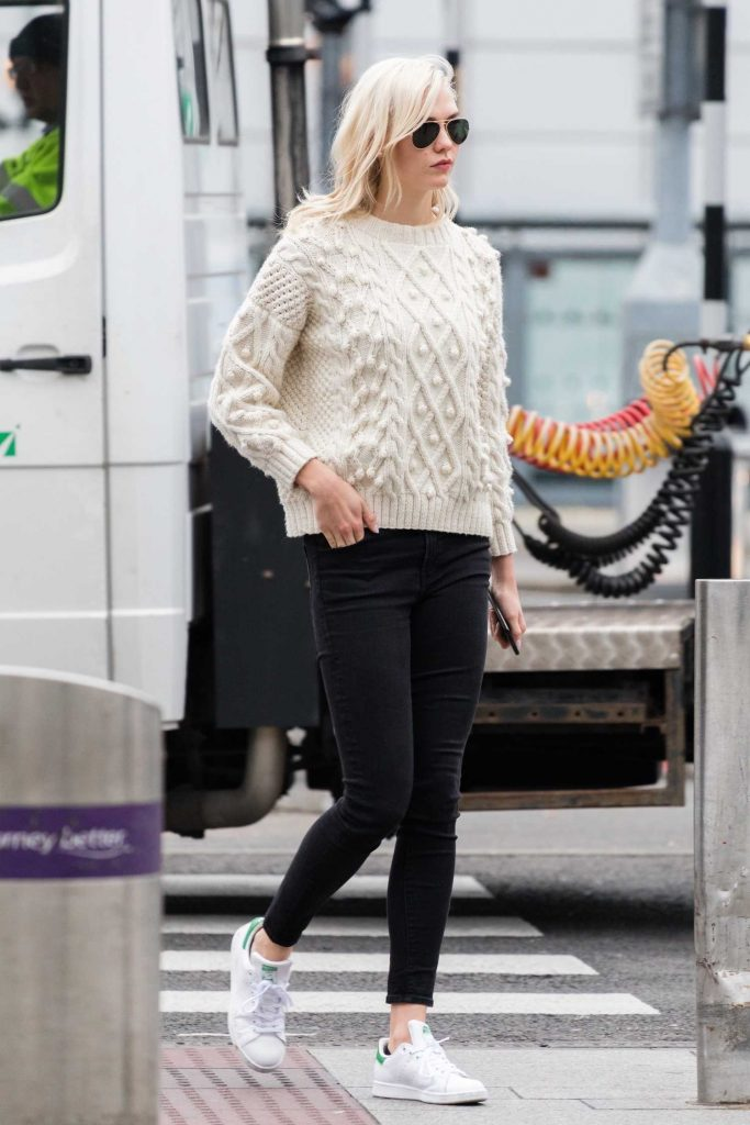 Karlie Kloss Was Spotted at Heathrow Airport in London-2