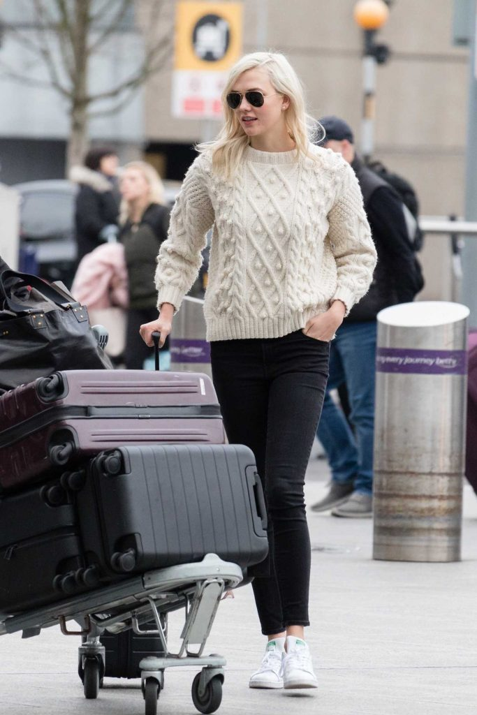 Karlie Kloss Was Spotted at Heathrow Airport in London-4