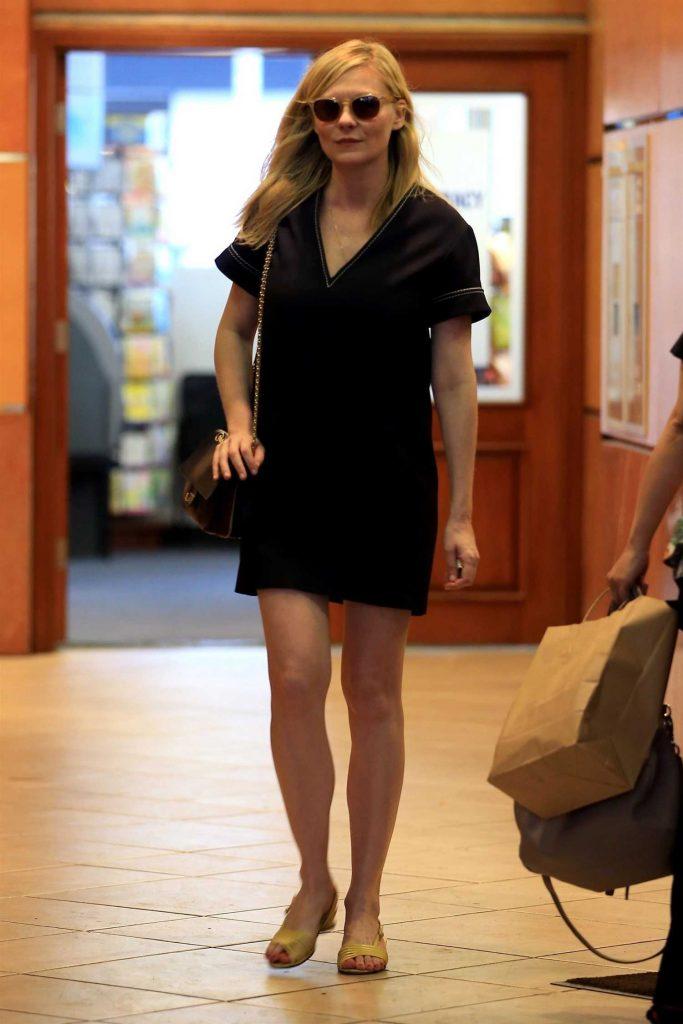 Kirsten Dunst Leaves E Baldi Restaurant in Beverly Hills-3