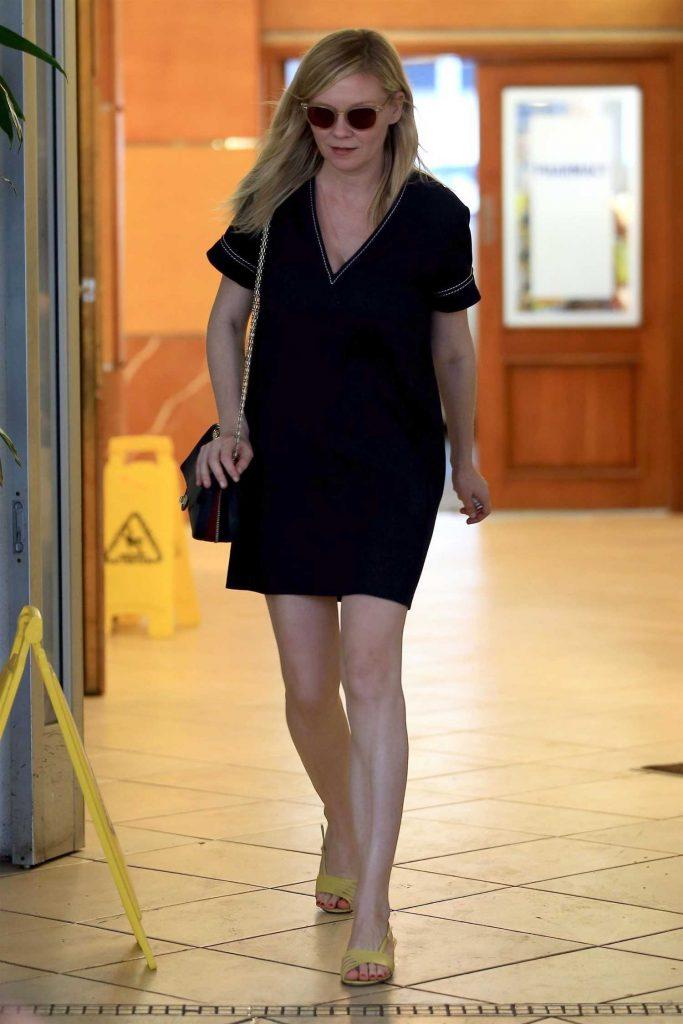 Kirsten Dunst Leaves E Baldi Restaurant in Beverly Hills-4