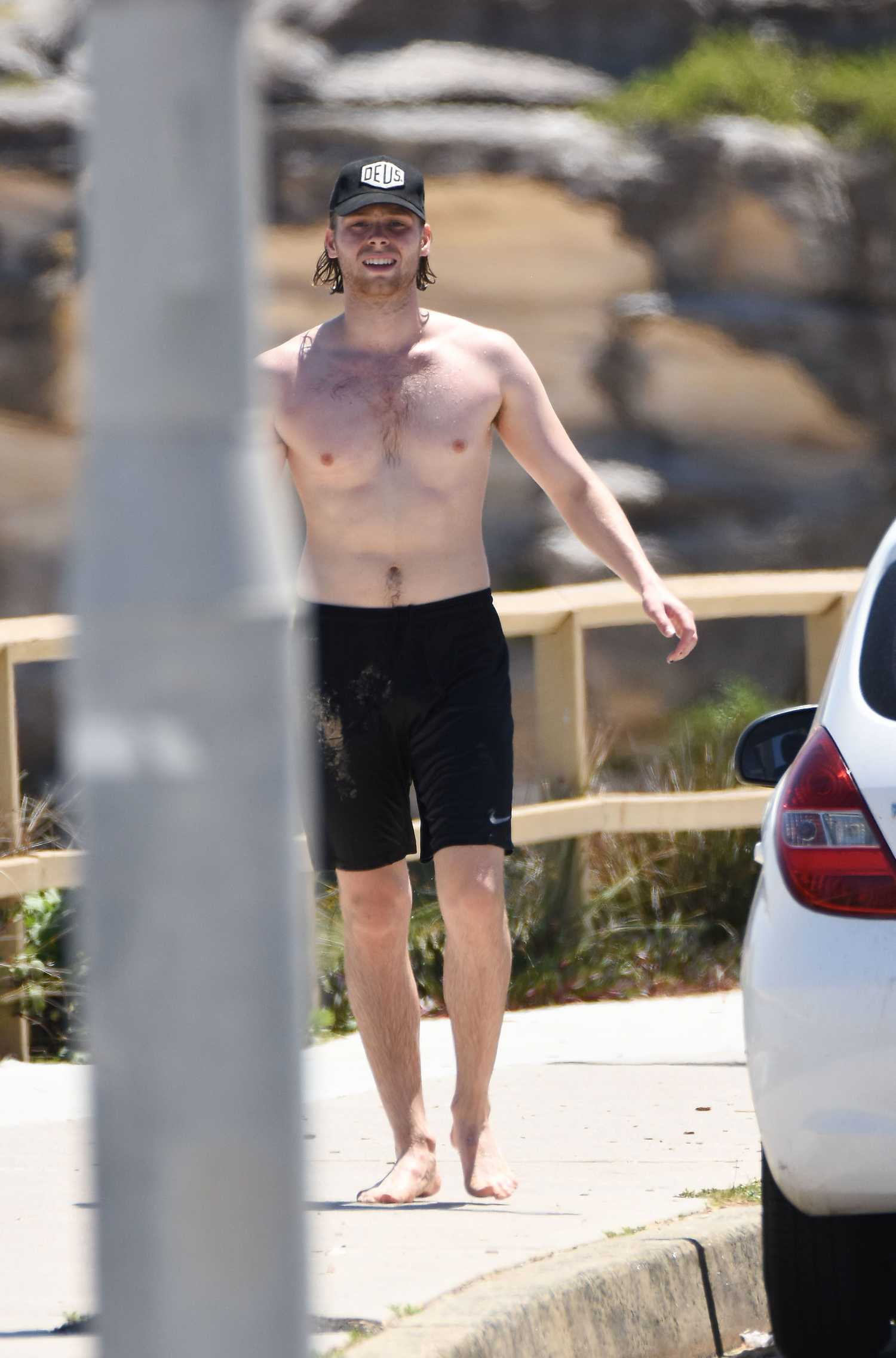 Luke Hemmings Goes For A Shirtless Run In Sydney Celeb Donut
