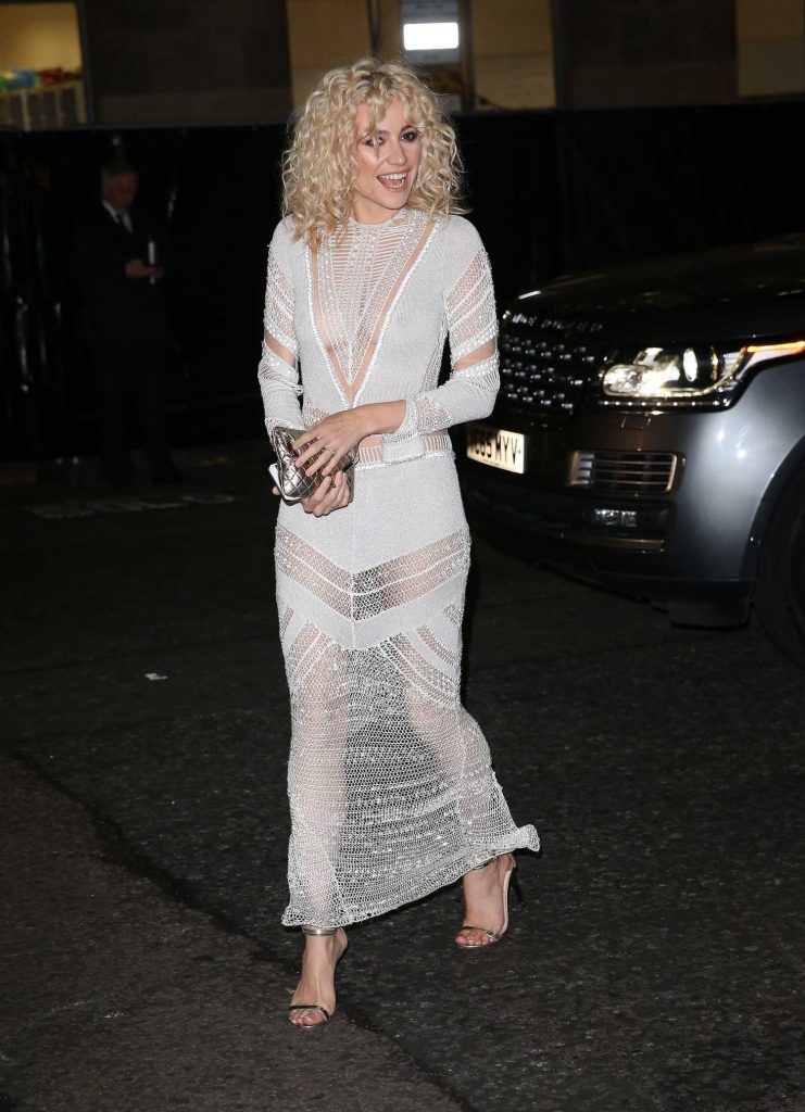 Pixie Lott Arrives at 2017 British Fashion Awards at the Royal Albert Hall in London-3
