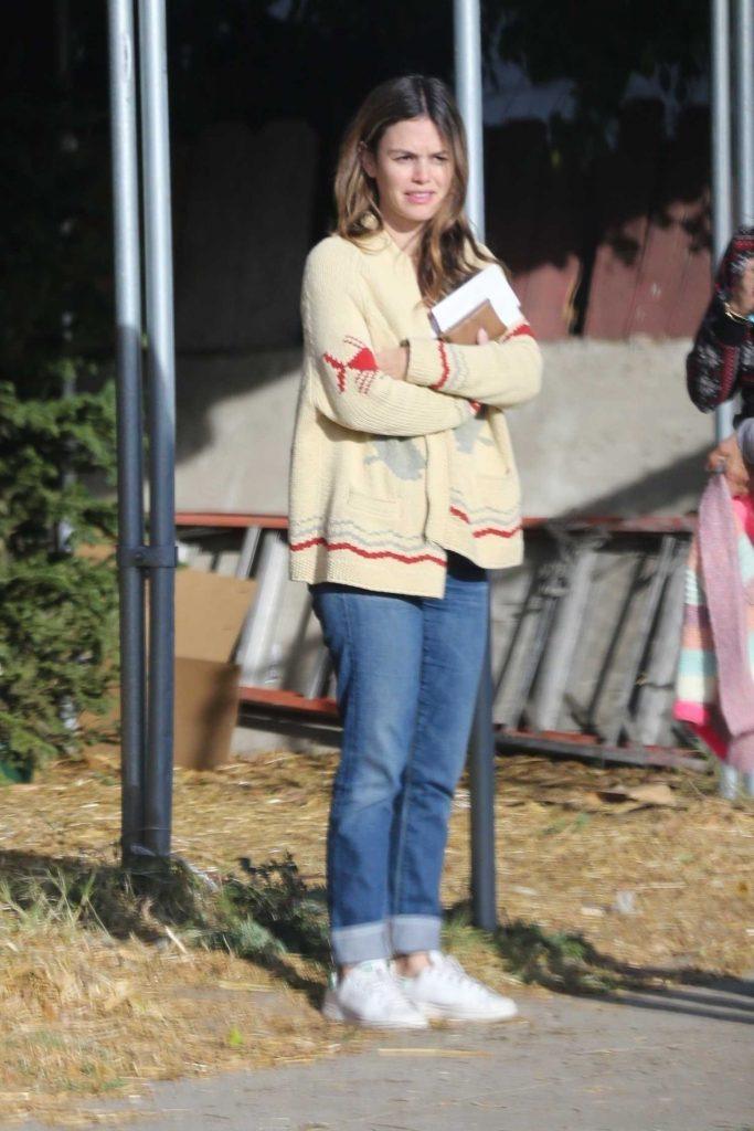 Rachel Bilson Goes Shopping for a Christmas Tree in Toluca Lake-1