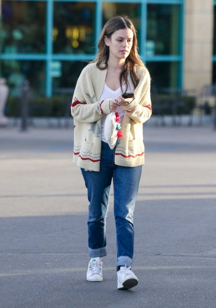 Rachel Bilson Goes Shopping for a Christmas Tree in Toluca Lake-2