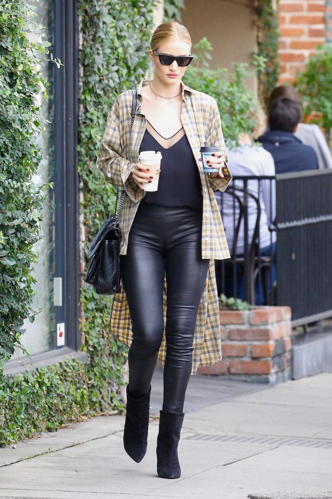 Rosie Huntington-Whiteley Does a Coffee Run in West Hollywood-1
